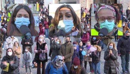 A Rimini genitori, studenti ed insegnanti protestano contro la dad. E c'è chi si commuove