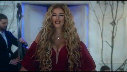 """La cantante albanese Anxhela Peristeri si rivolge ai sammarinesi per presentare """"Karma"""""""