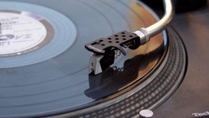 Il Vinile sorpassa il CD non succedeva da trent'anni