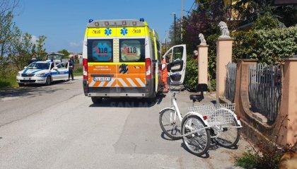 Bellaria: ciclista perde controllo e si scontra contro un muro, trasportata al Bufalini