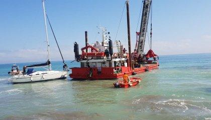 Riccione: barca a vela si incaglia al Porto