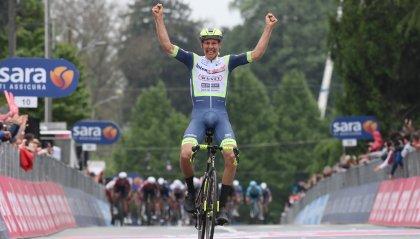 Giro d'Italia, terza tappa a van der Hoorn. Ganna resta in rosa