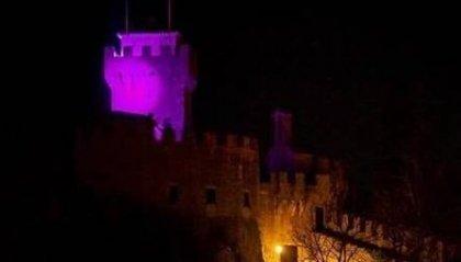 """La terza torre si colora di viola: """"facciamo luce sulla fibromialgia"""""""