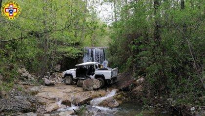 Badia Tedalda: operai fuoristrada, finiscono nel greto del torrente sottostante