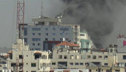 Gaza: raso al suolo grattacielo sede di media. Nella notte bombardamento uccide 8 bambini e 2 donne
