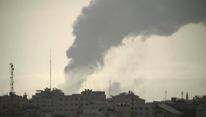 Gaza: non si allenta la pressione dell'aviazione israeliana. Inascoltati gli appelli per una tregua
