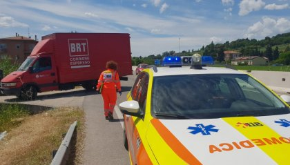 Consolare: bici si schianta contro furgone, 59enne al Bufalini