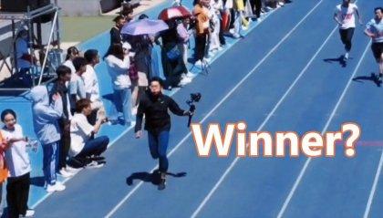 Vince i 100 metri piani, ma è il cameraman