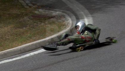 Italiano di downhill e skateboard downhill