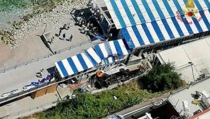 Minibus esce di strada a Capri: deceduto l'autista, 28 i feriti