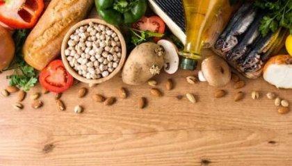 Prevenire i tumori a tavola, i consigli dell'esperto