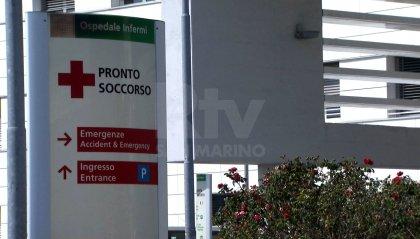 Rimini: 53enne sotto effetto di sostanze stupefacenti aggredisce agenti e sanitari, devastata un'ambulanza