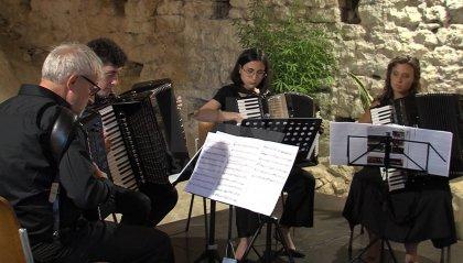 Continua la rassegna d'estate: grotta del Castellaccio si riempie di musica