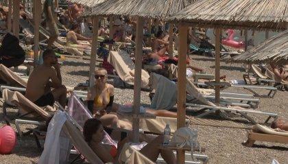 Effetto variante Delta anche sulle vacanze: gli italiani tendono a riprogrammare o a cancellare le ferie