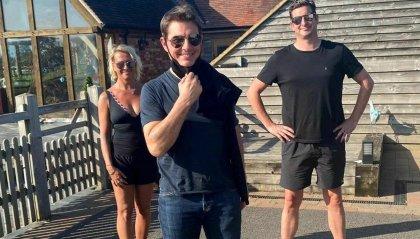 Atterra un elicottero in giardino...e scende Tom Cruise