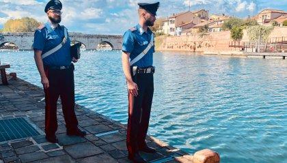Riversa nell'acqua nei pressi del Ponte di Tiberio, donna soccorsa dai carabinieri