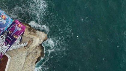 Spettacolo a Polignano a Mare con i tuffi da 27 metri