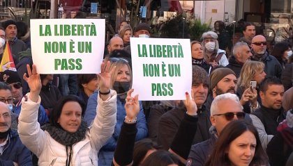 No green pass: giornata di manifestazioni in tutta Italia, migliaia in piazza a Rimini