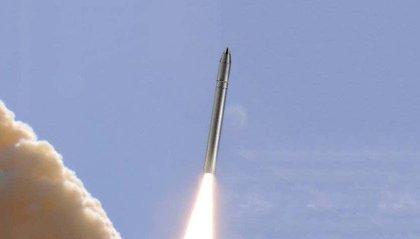 """Corea del Nord testa un missile balistico. Giappone: """"Violazione delle risoluzioni Onu"""""""