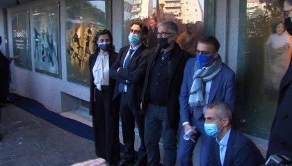 Rimini, all'ospedale un'opera d'arte dedicata al personale sanitario e creata con i rifiuti