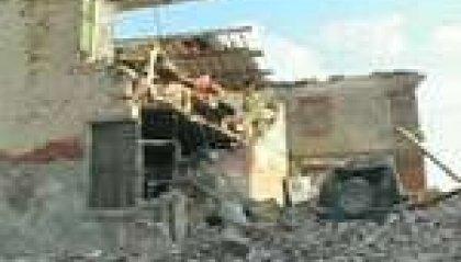 Terremoto: diciassette vittime. CdM aumenta 2 centesimi carburante